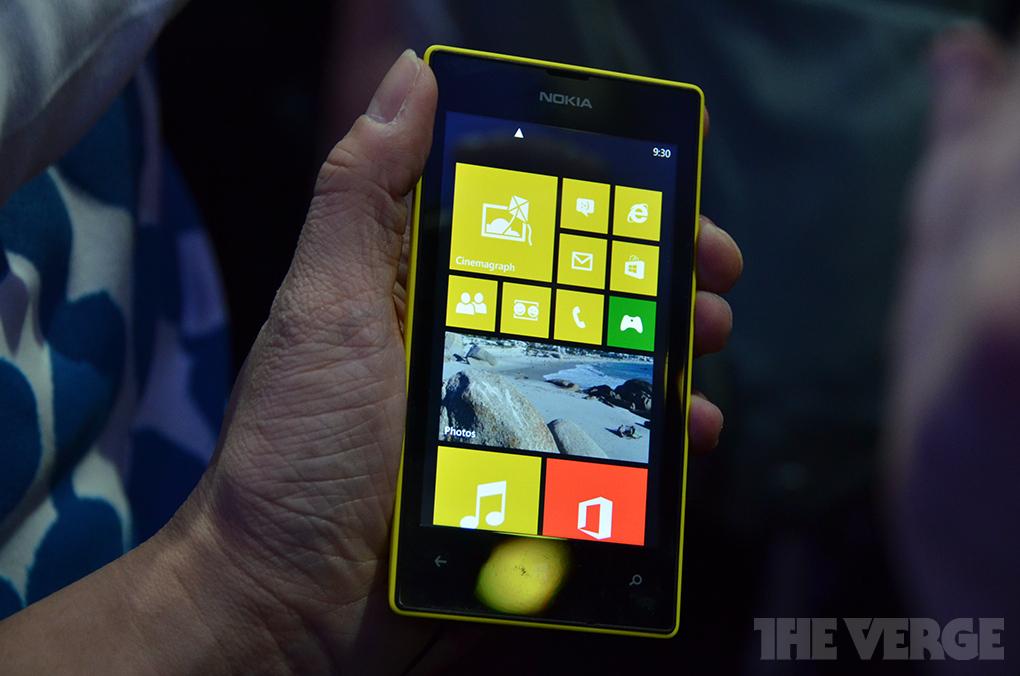 lumia520handson18_1020_verge_super_wide