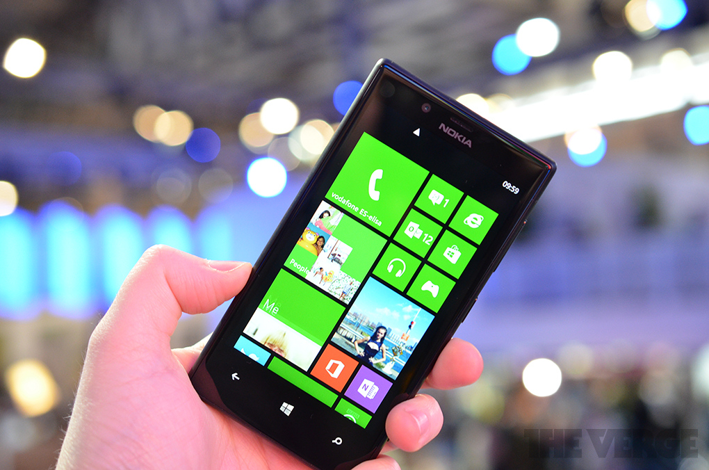 lumia720handsonnew1_1020_verge_super_wide (1)