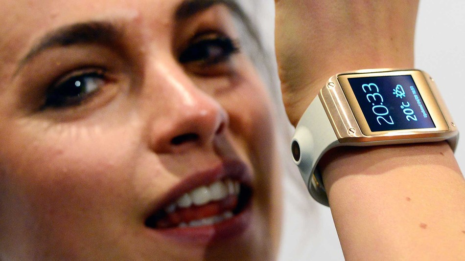 galaxy-gear-woman-getty