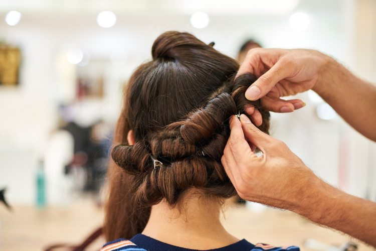 Nuovo Dpcm, parrucchieri salvi ma ci sono categorie a rischio