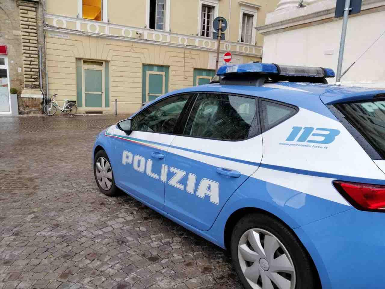 Polizia di Pesaro trova 90 persone in un ristorante