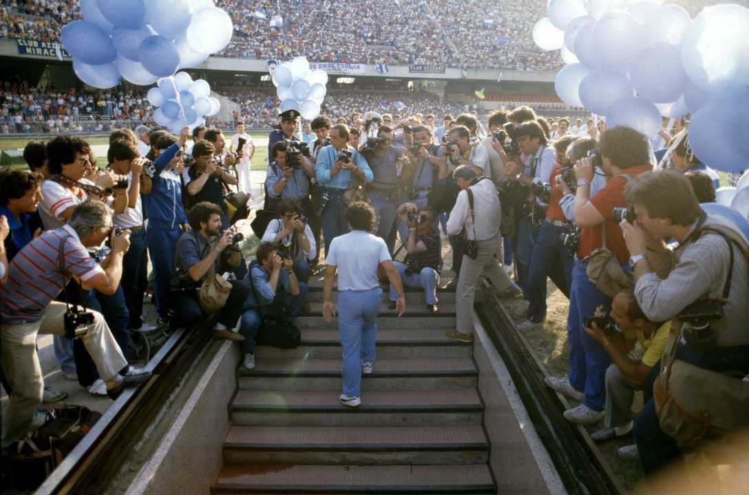 I 60 anni di Maradona, l'uomo imperfetto più perfetto del mondo