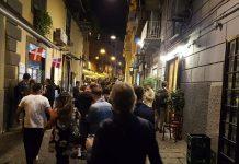 Napoli, gente in strada contro lockdown