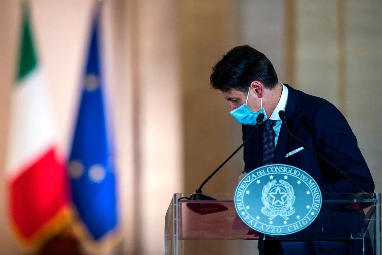 """Paragone attacca il premier Conte: """"Chiama Fedez e Ferragni, è in difficoltà"""""""