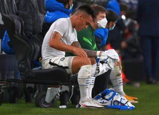 Lautaro Martinez furioso, litiga e prende a pugni la panchina dell'Inter