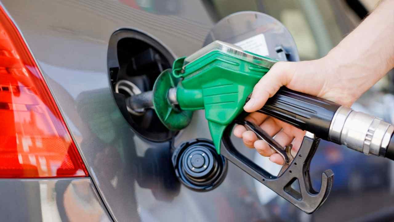 Stop alle auto benzina e diesel nel 2030. La decisione
