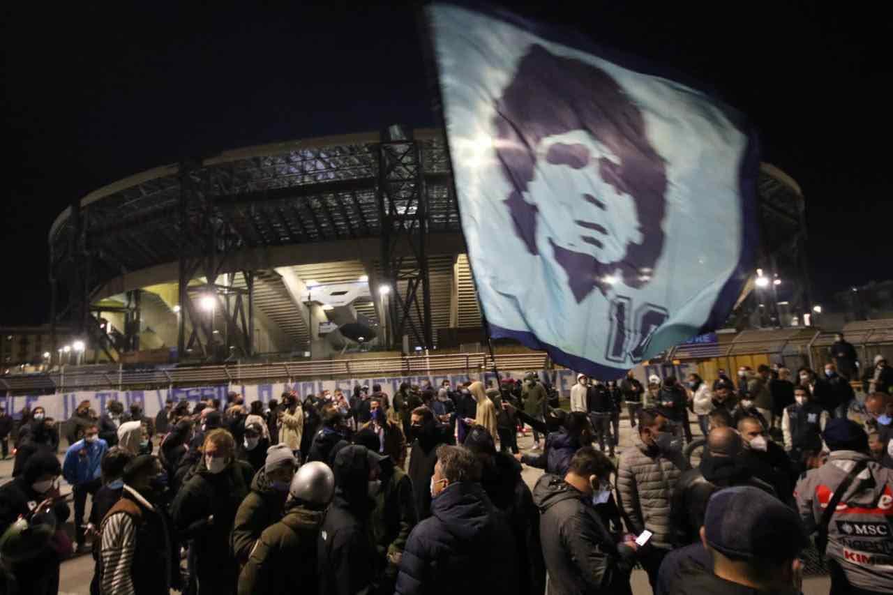 Maradona_Napoli_Tifosi_assembramento