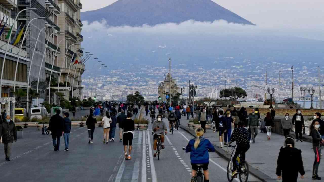 """Napoli, Giuseppe Conte: """"Siamo lo Stato, dobbiamo dare un segnale"""""""