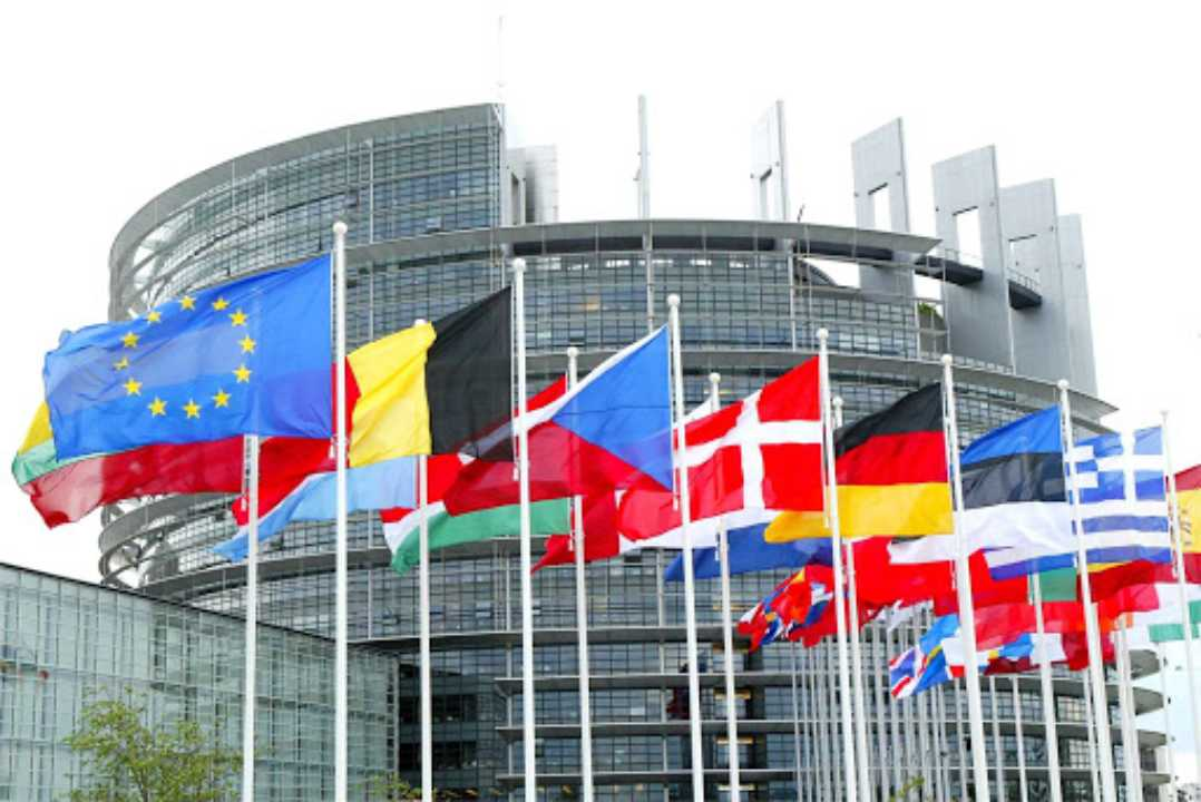 La UE vuole accedere ai nostri cellulari in nome della lotta al terrorismo