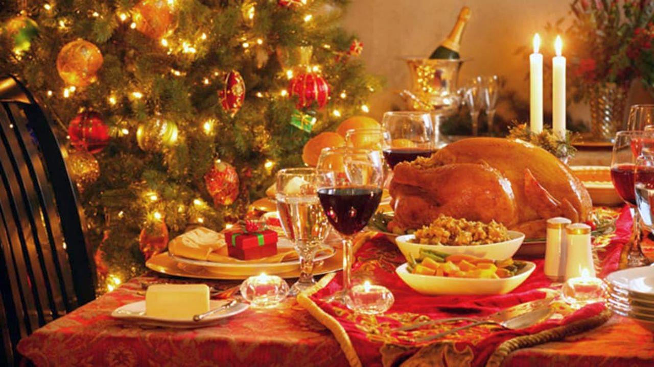 Covid, Natale senza cenoni: quanto può costare la limitazione del Governo