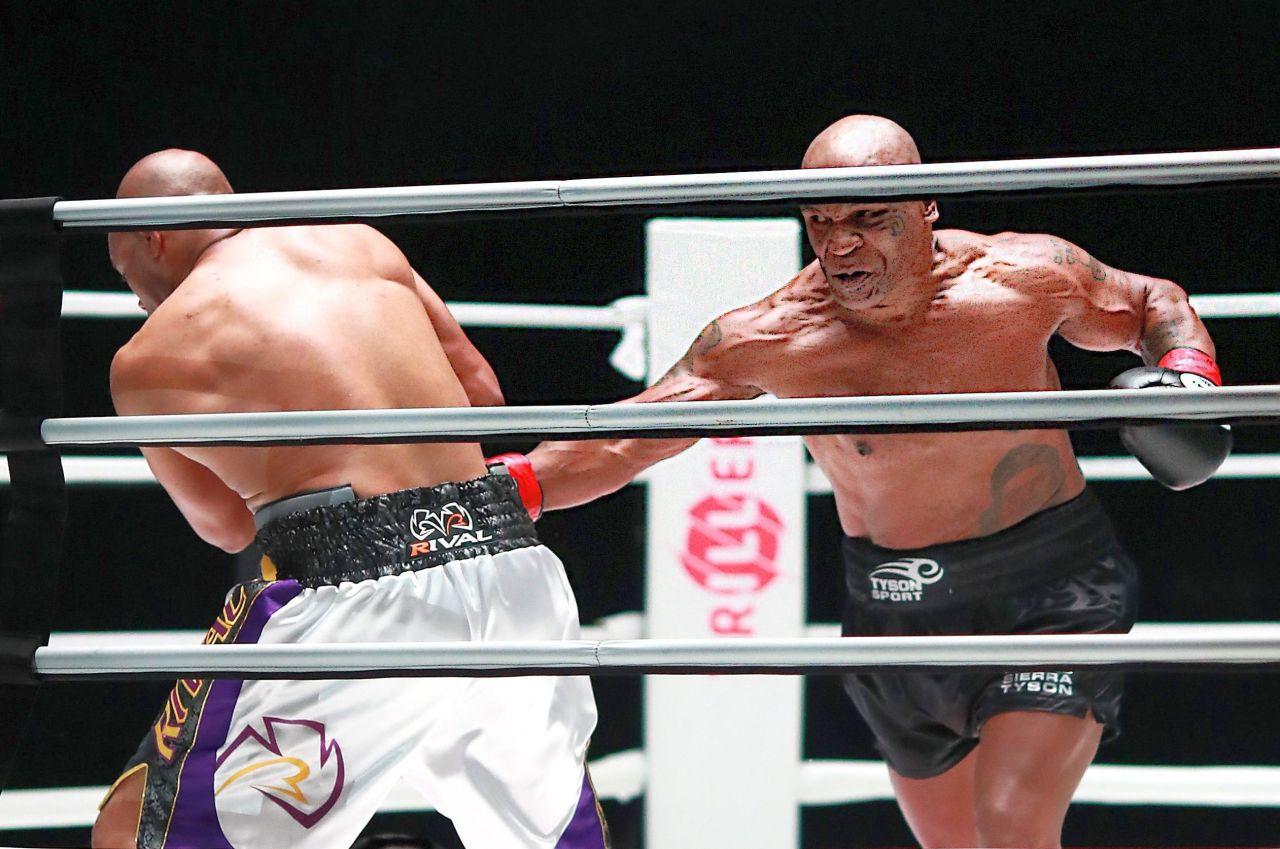 Un momento del ritorno di Tyson sul ring