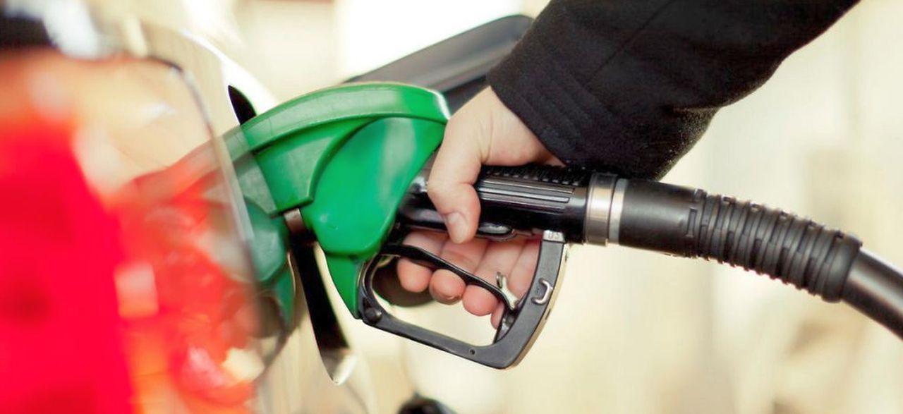 Come consumare meno benzina e risparmiare tanti soldi ogni mese