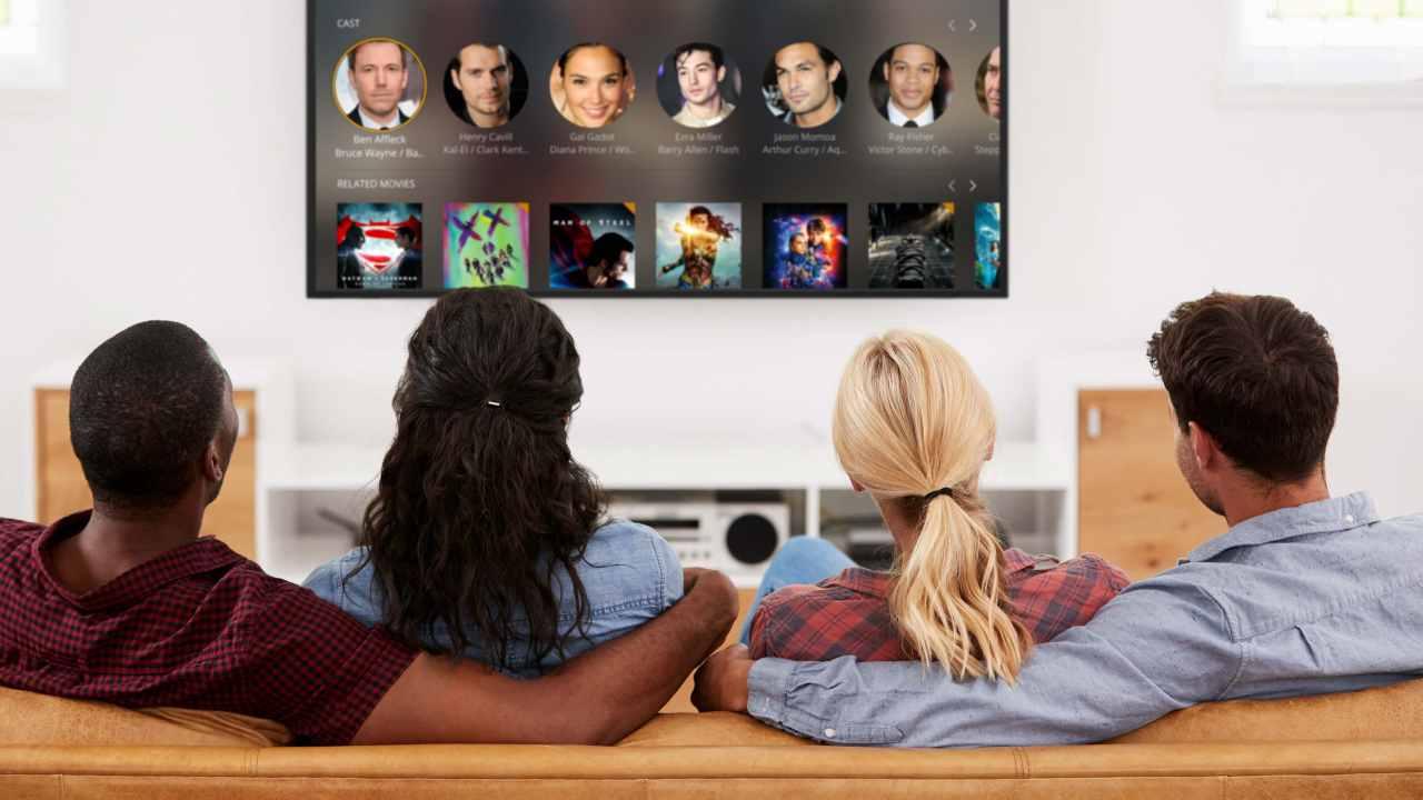 Persone davanti alla tv