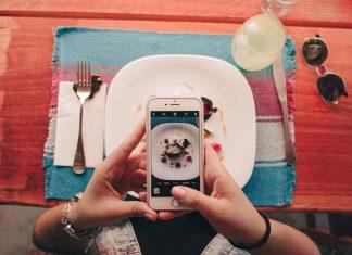cellulare a tavola