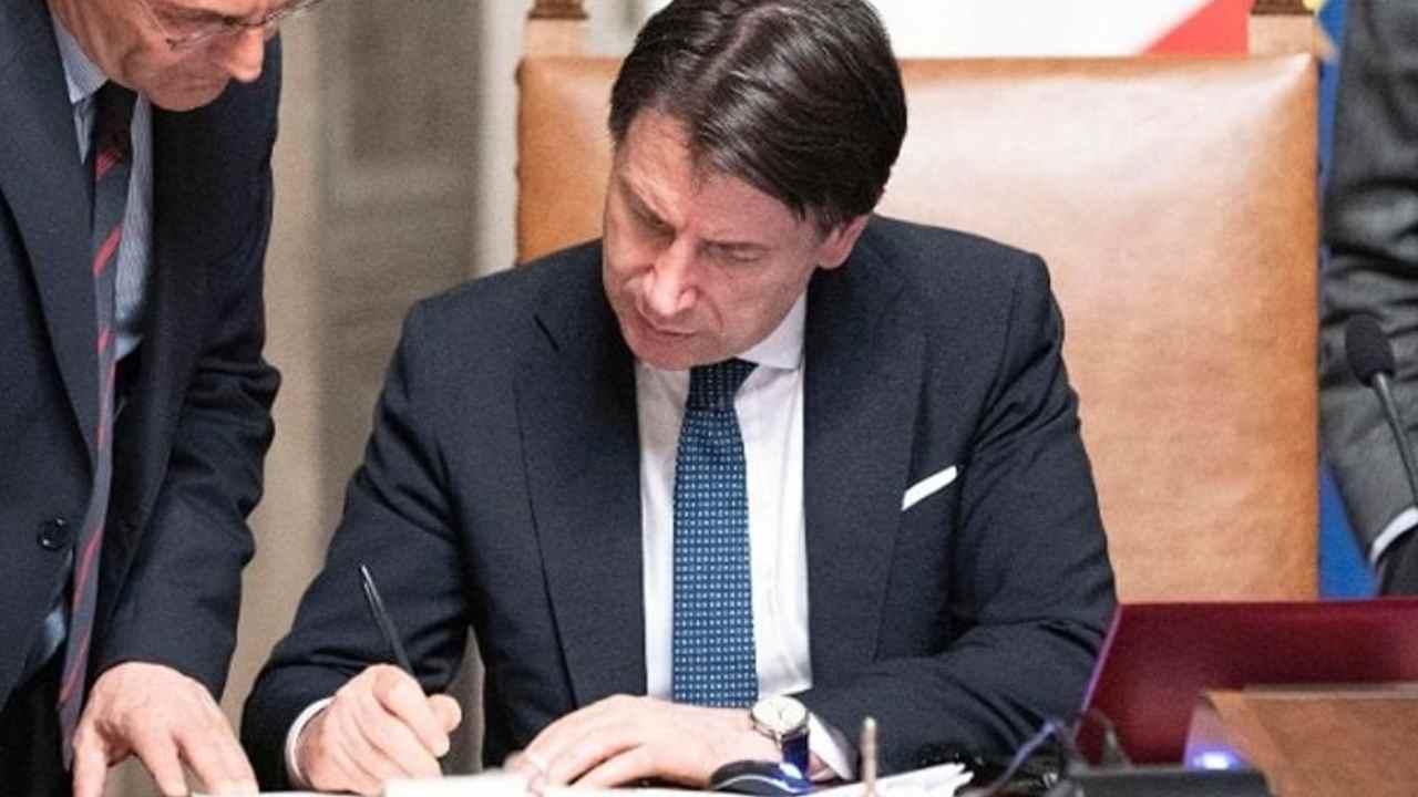 Conte firma il DPCM