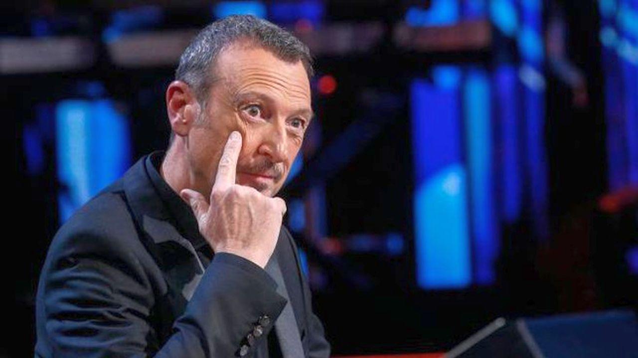 """Sanremo, Amadeus dimentica la pandemia: la """"truffa"""" del pubblico all'Ariston"""