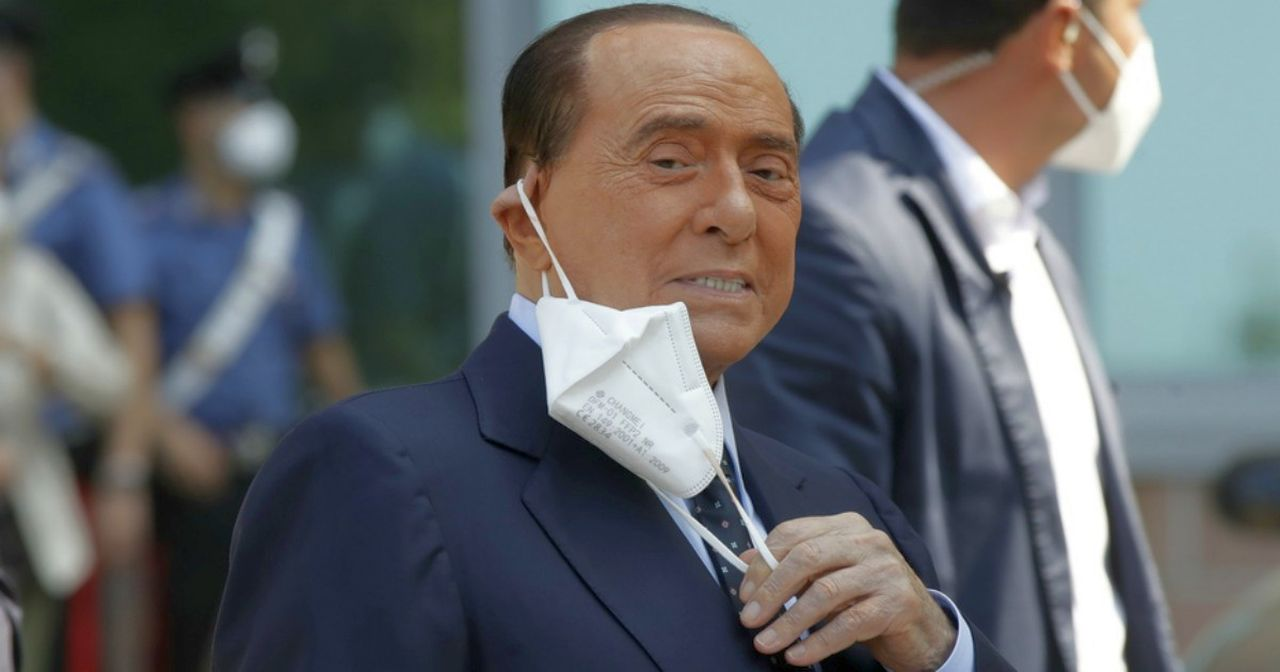 Berlusconi ricoverato per accertamenti cardiaci: salta udienza al processo Ruby