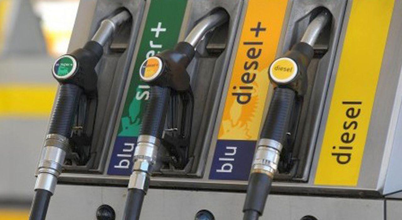 Prezzi benzina e diesel: forti aumenti in arrivo. Il motivo è paradossale