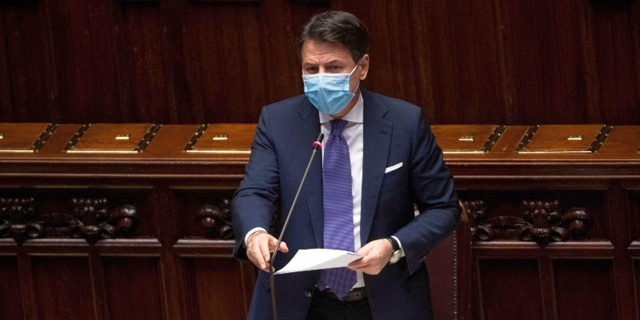 """Conte parla alla Camera per risolvere la crisi di Governo: """"Dramma epocale"""", poi chiede aiuto"""