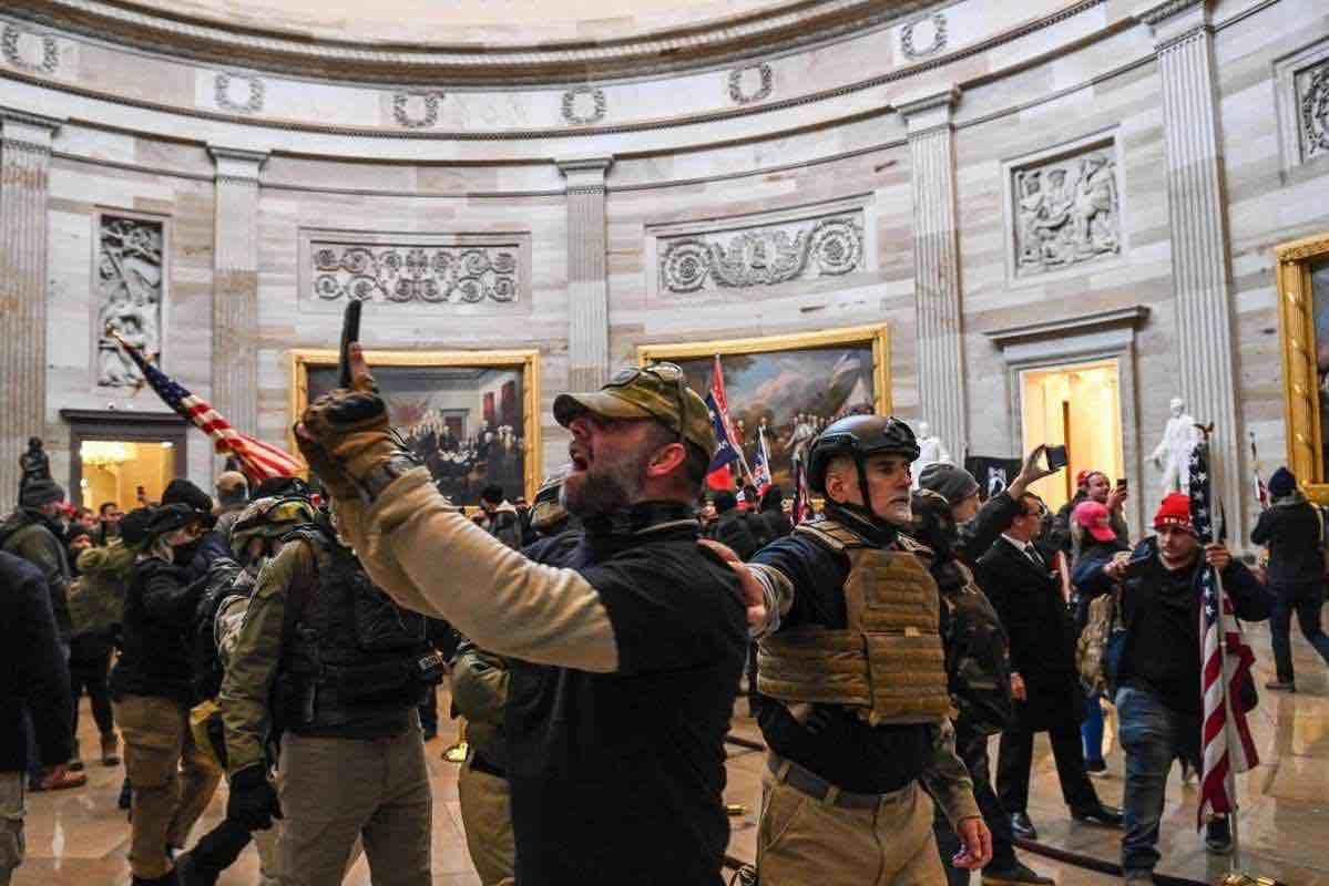manifestanti-pro-trump-assaltano-campidoglio-caos-a-Washington