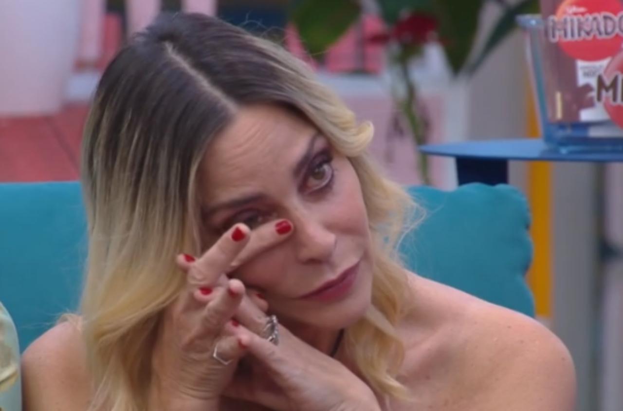 GF VIP, Stefania Orlando risponde al suo ex Andrea Roncato e scoppia in lacrime