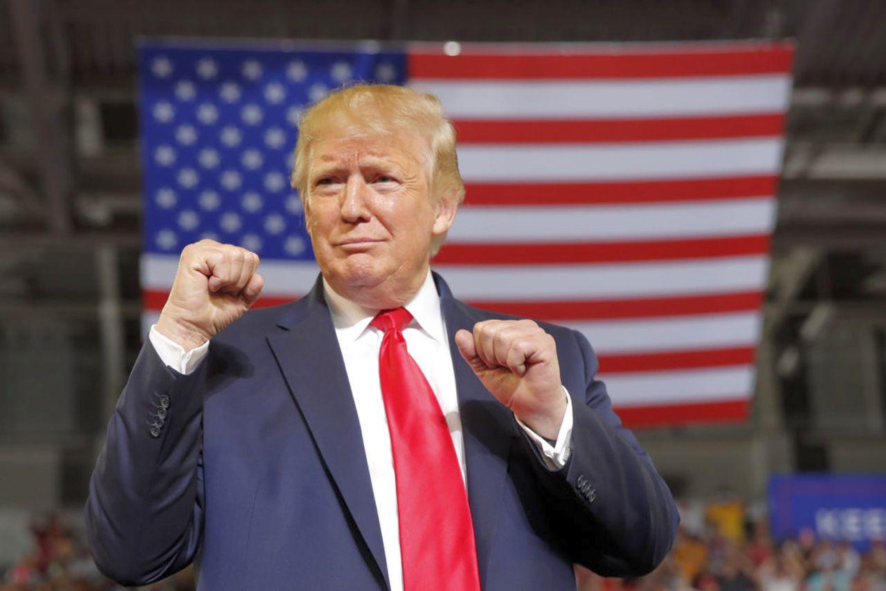 Trump, bannato da Twitter definitivamente: stavolta il presidente USA ha esagerato