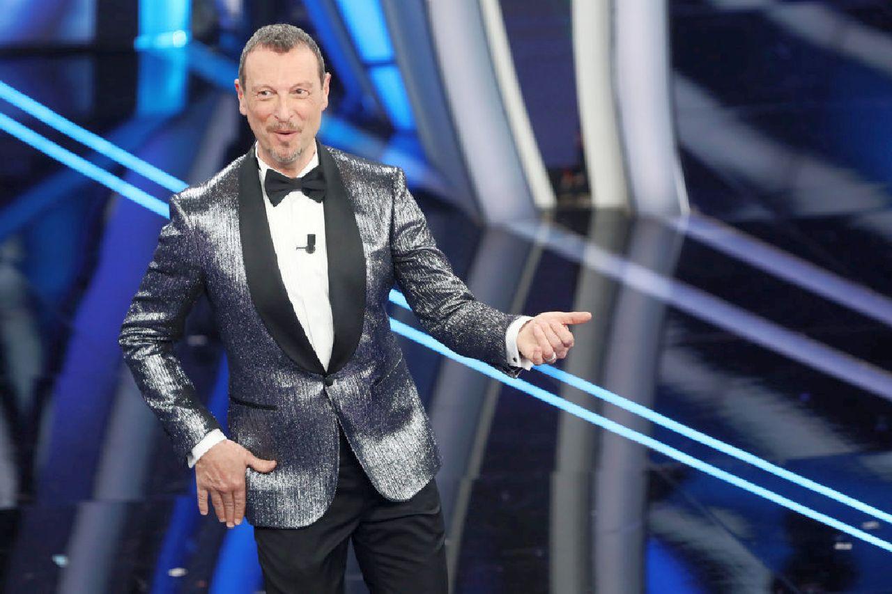 """Sanremo 2021, Amadeus: """"avanti come un caterpillar"""", ma quante difficoltà"""