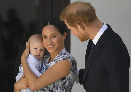 harry e meghan con archie primo figlio