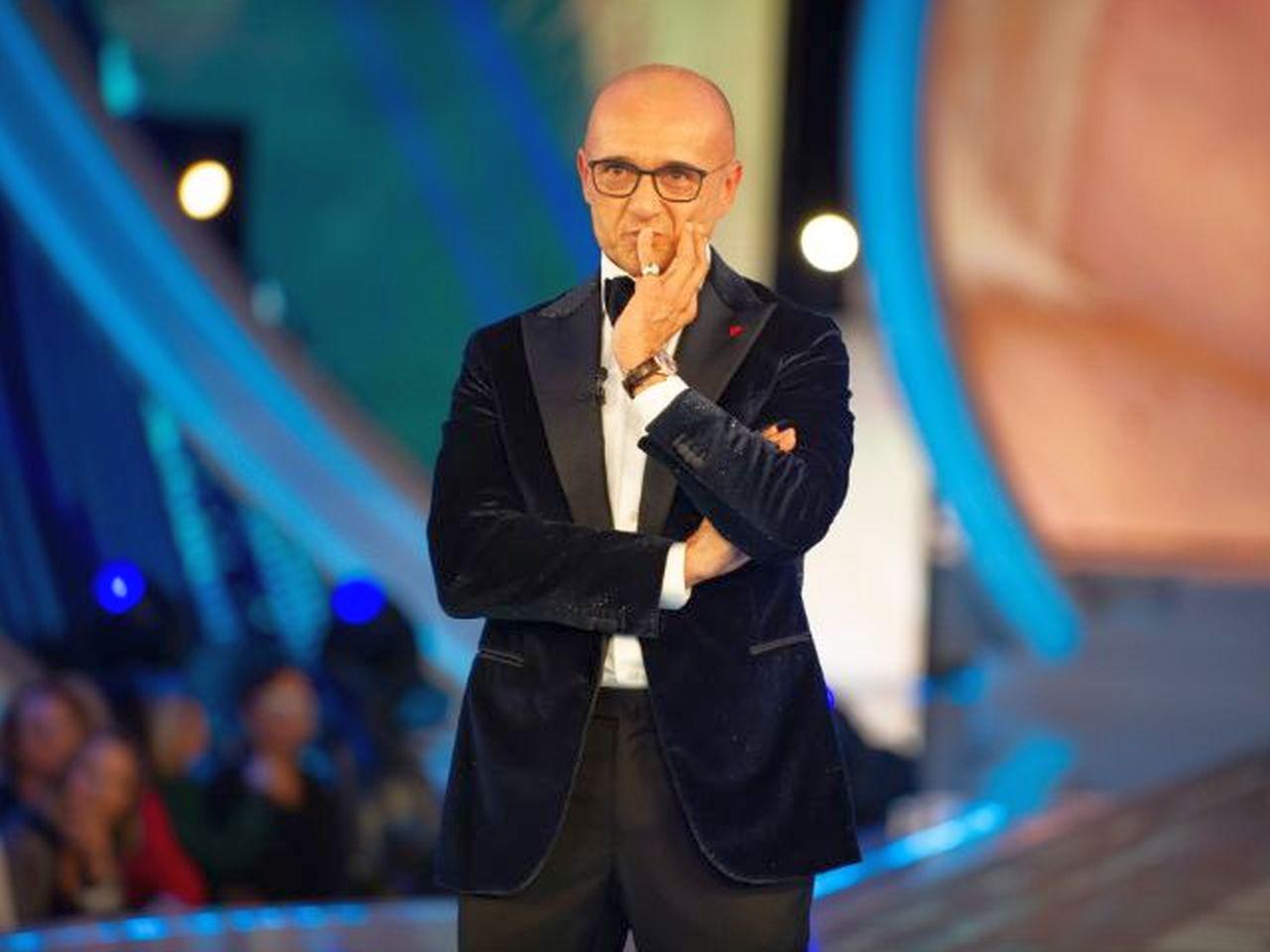 GF Vip, Alfonso Signorini scatenato: querela un altro ex concorrente