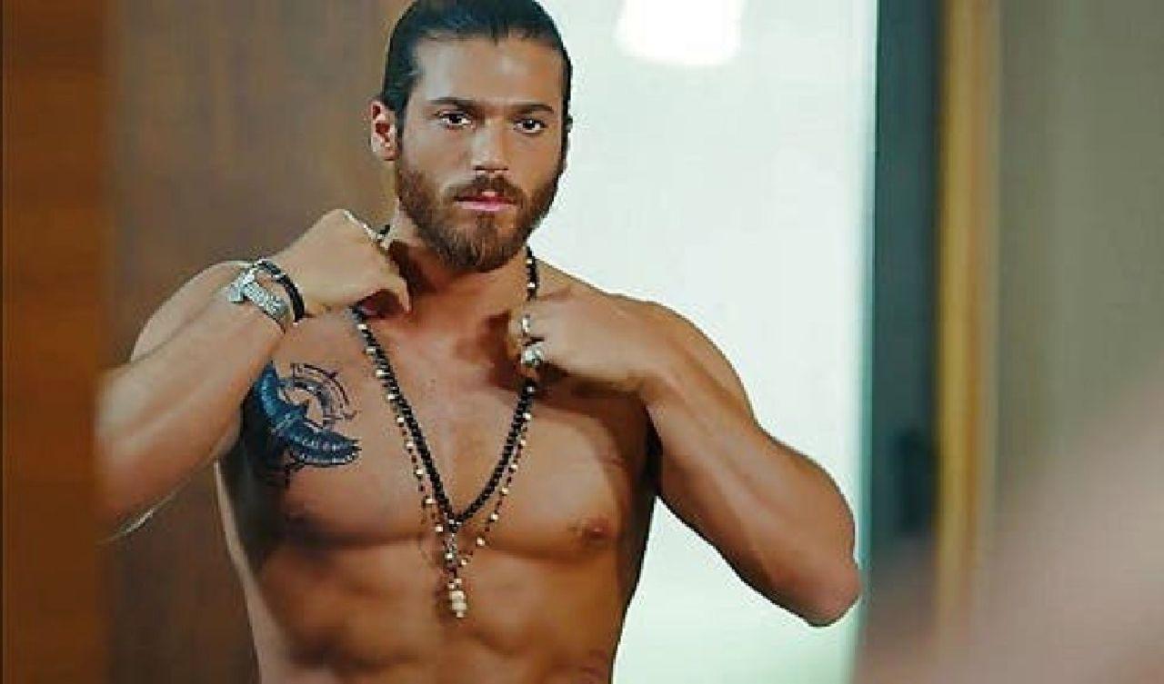 Can Yaman torna in tv questa sera: dove vedere il famosissimo attore turco