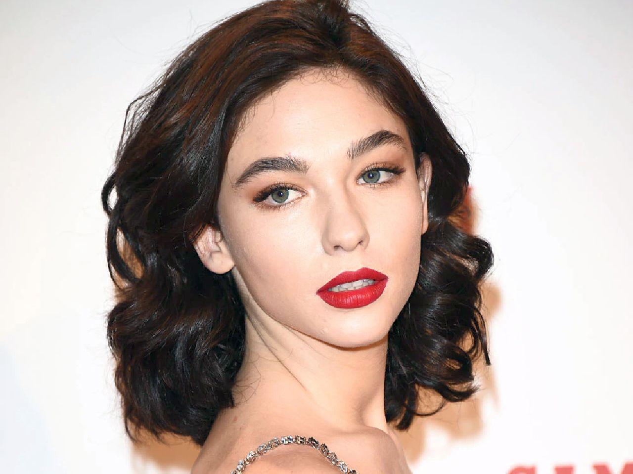 Sanremo 2021 con Matilda De Angelis: tutto sulla bellissima attrice sul palco del Festival