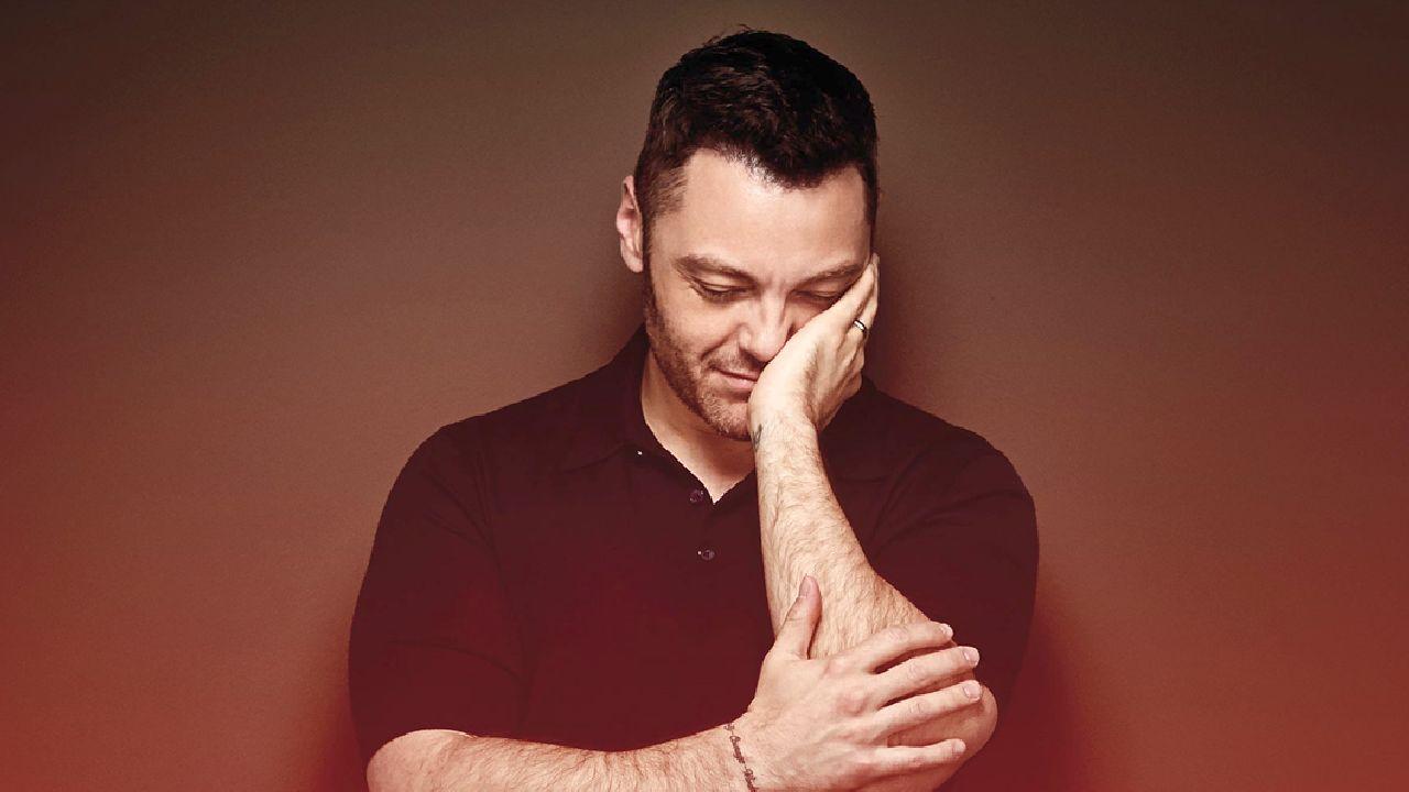 Tiziano Ferro, l'annuncio sul tour: i fan sono delusi. Il suo messaggio
