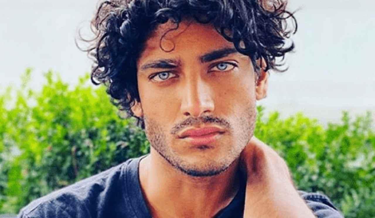 Akash fa il furbo: il bacio con Antonella Fiordelisi era finto. Un video lo smaschera
