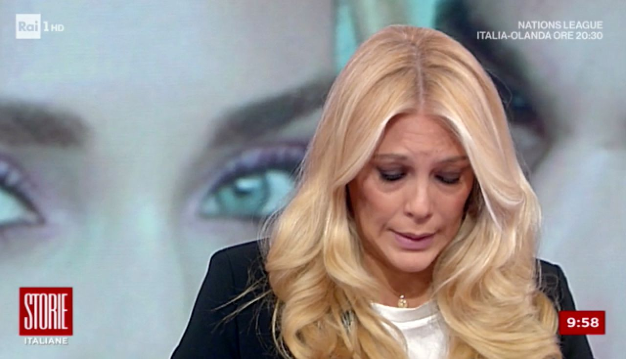 Storie Italiane, Eleonora Daniele si commuove in diretta tv: le sue parole