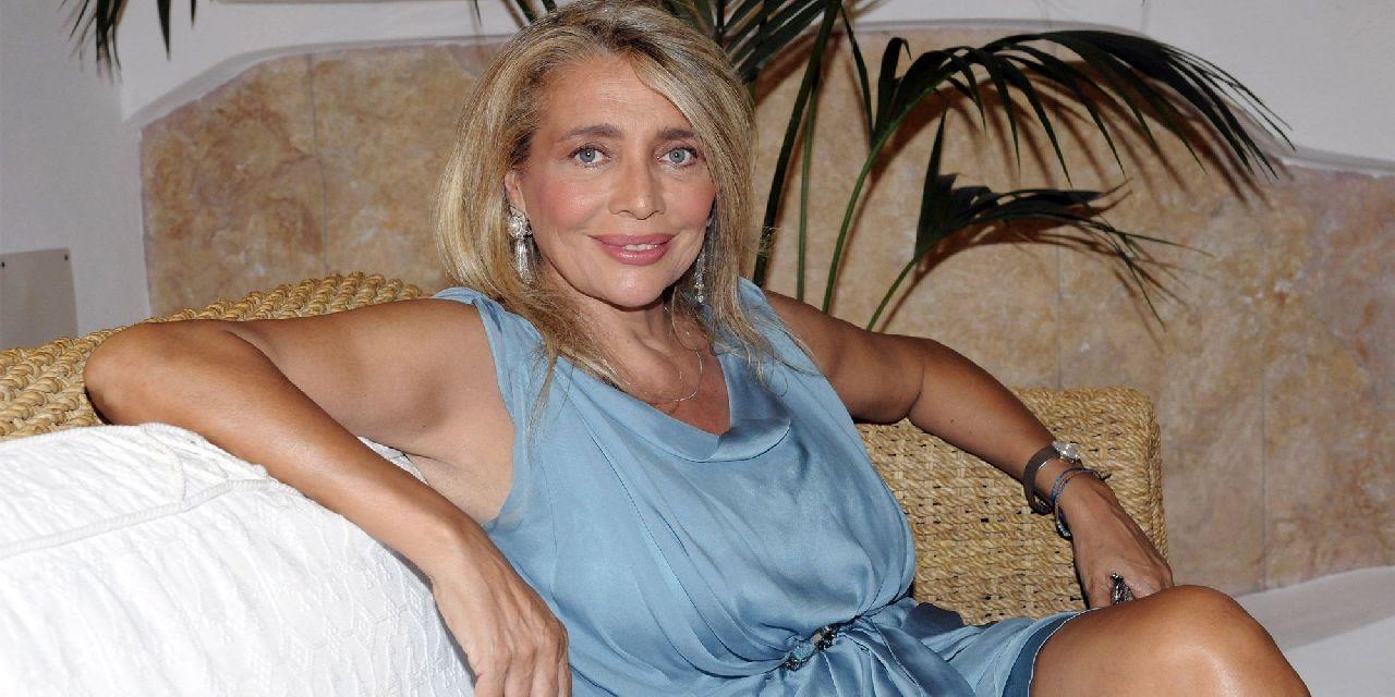 """Mara Venier confessa: """"Razzismo contro di me, mi attaccavano per la pelle scura"""""""