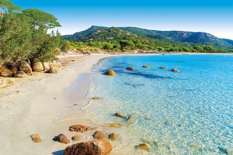 Una spiaggia in Corsica