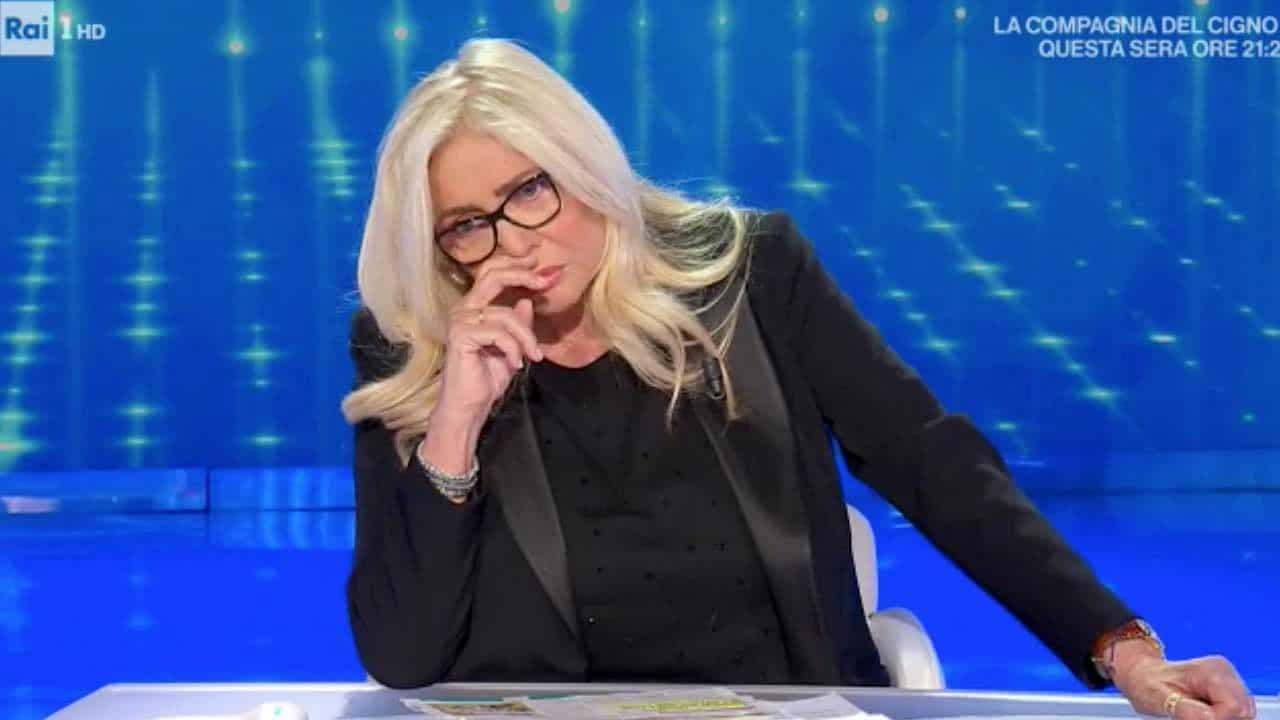Domenica In, sospesa la puntata del 13 giugno, che non andrà in onda. Ecco perché Mara Venier si ferma per gli Europei. La salute non c'entra
