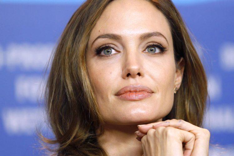 Forma del mento Angelina Jolie