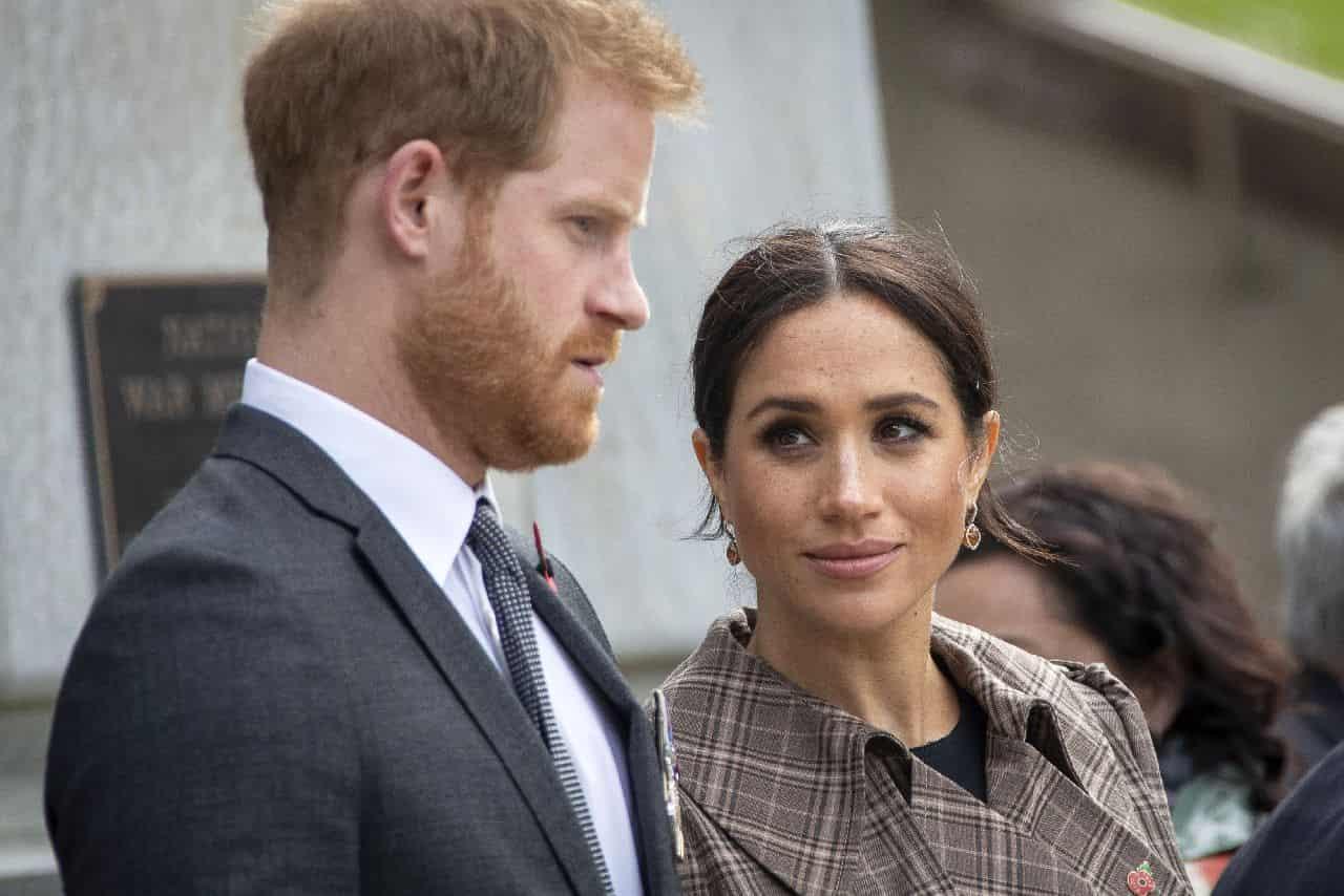 Meghan e Harry lo faranno: nuovo incubo per la Regina