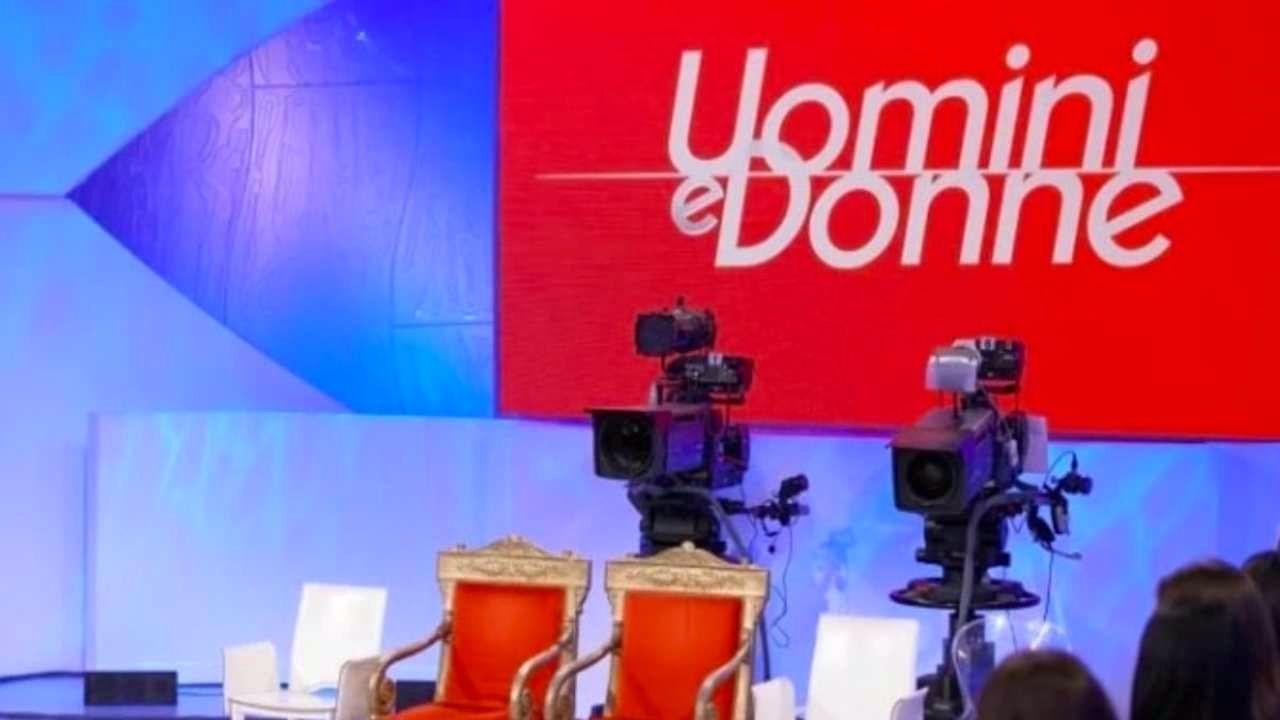 """Uomini e Donne: dama storica fa un annuncio impensabile. 'Non ci sarò"""""""