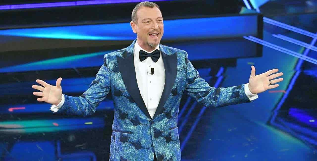 Sanremo 2022: Amadeus pesca in casa di Maria De Filippi