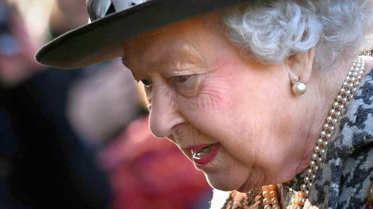 Bomba sulla Royal Family: spunta il nome che fa tremare la Regina Elisabetta