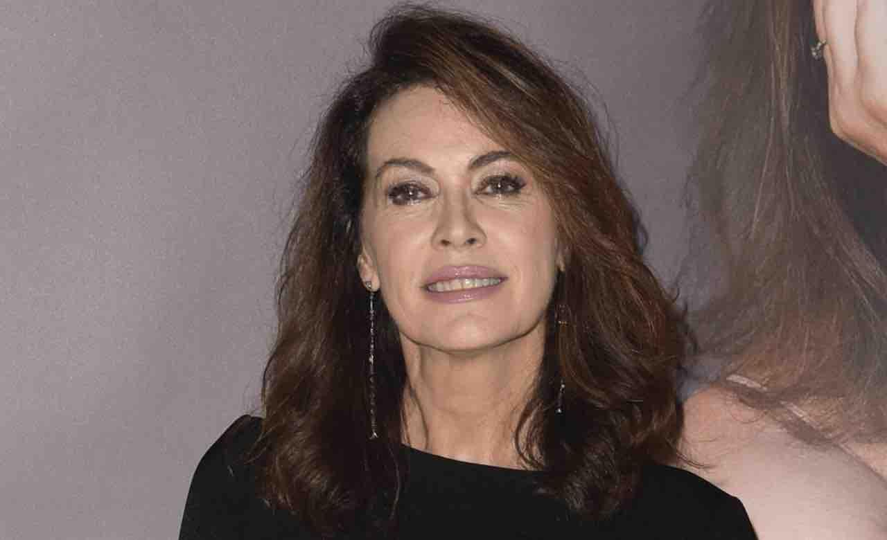 Elena Sofia Ricci lontana da Che Dio ci aiuti si mostra così: fans increduli