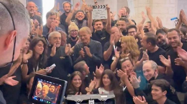 La foto dal set di Don Matteo con l'addio di Terence Hill