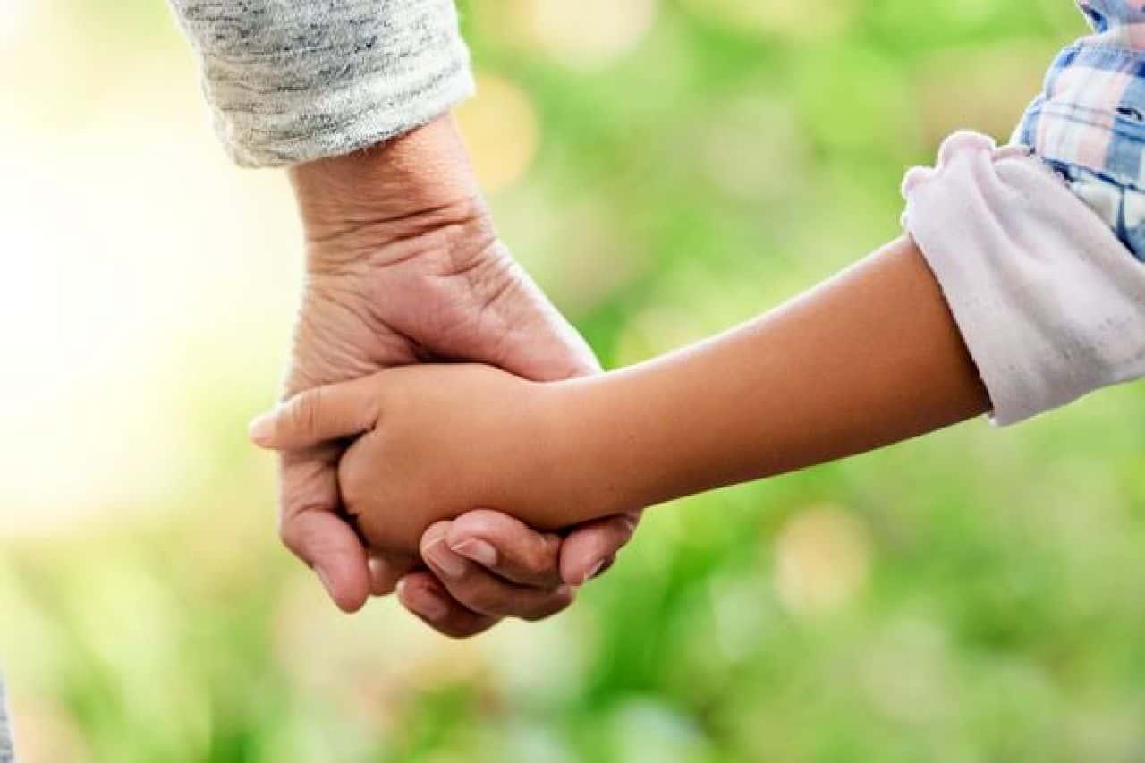 Primo nipotino a 67 anni: la nonna vip commuove così