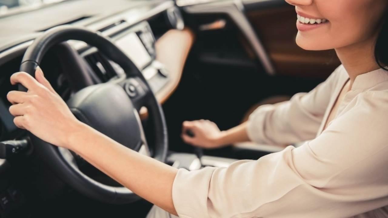 Test mani sul volante
